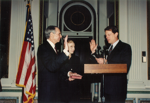 Al Gore presides at Donald's oath of office